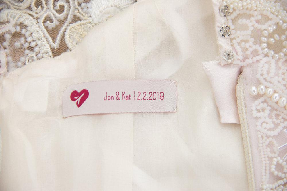 closeup-wedding-tag