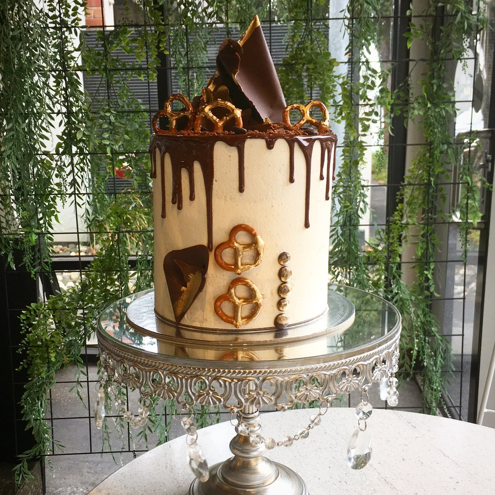 Choc Explosion - Chocolate cake covered with salted caramel buttercream, with a chocolate drip, chocolate sail, explosion of chocolate pieces, with gold details5