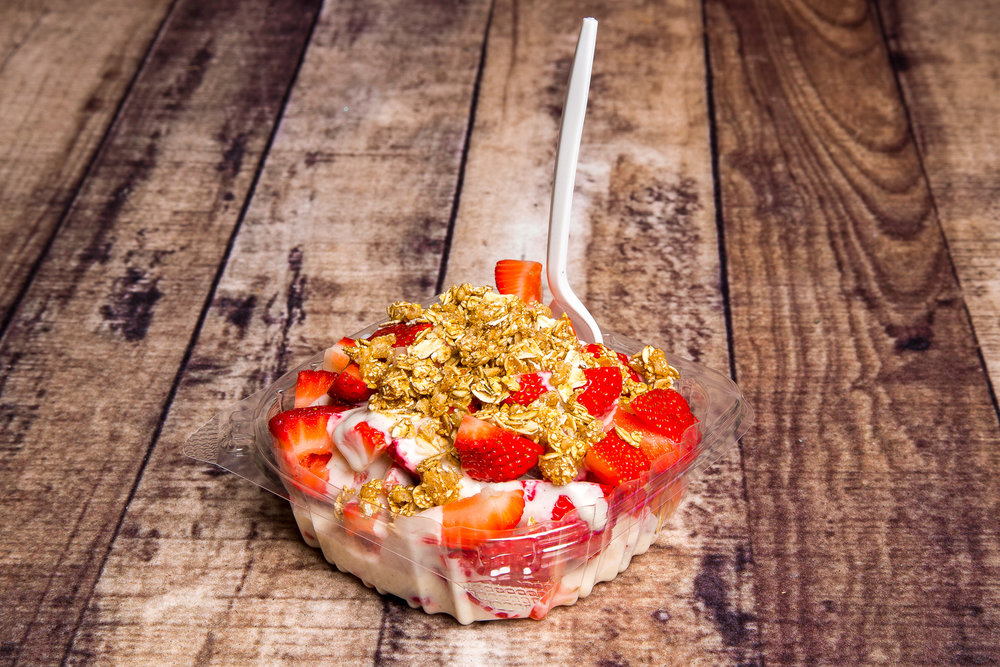 strawberry with cream & Granola