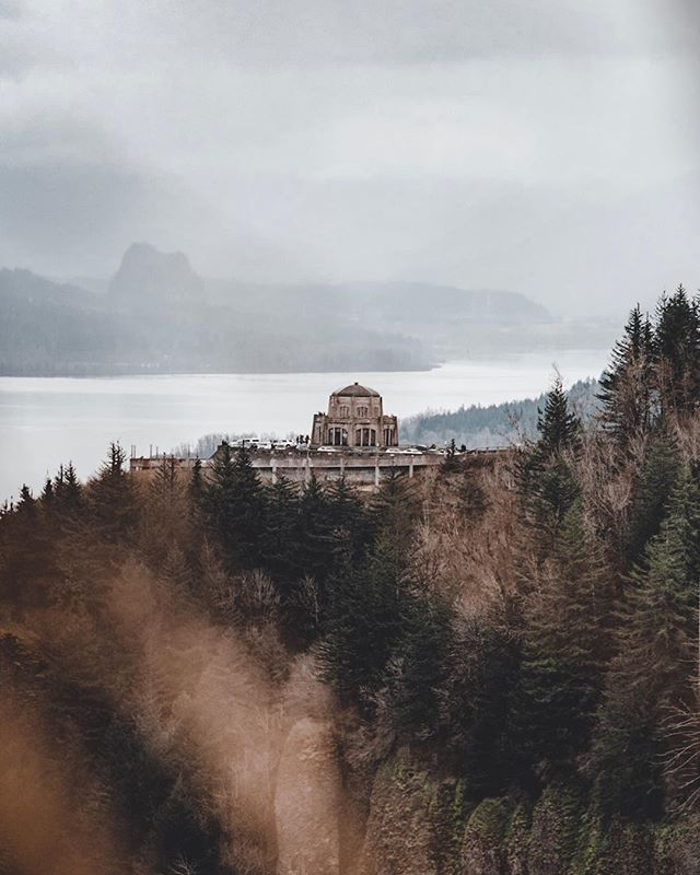 @vistahouseatcrownpoint . . . . . . #pnw #oregon #upperleftusa #pnwonderland #portland #northwestisbest #pdx #nature #northwest #bestoforegon #pnwcollective #lumixgh5 #wanderlust #adventure #oregonexplored #neverstopexploring #liveauthentic #explore #vsco #thatpnwlife #vscocam #portlandia #traveloregon #vscocollective #wethecreators #getoutside #landscape #Oregonexplored #gh5 #microfourthirds