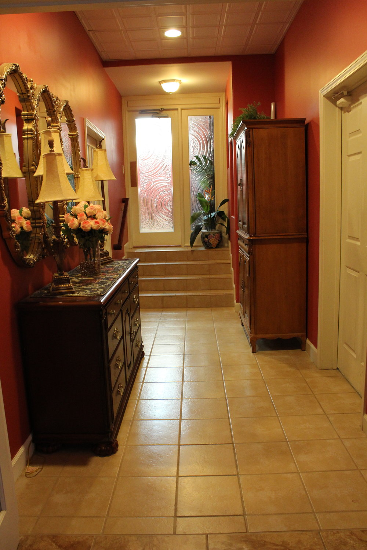 Hallway into spa.JPG