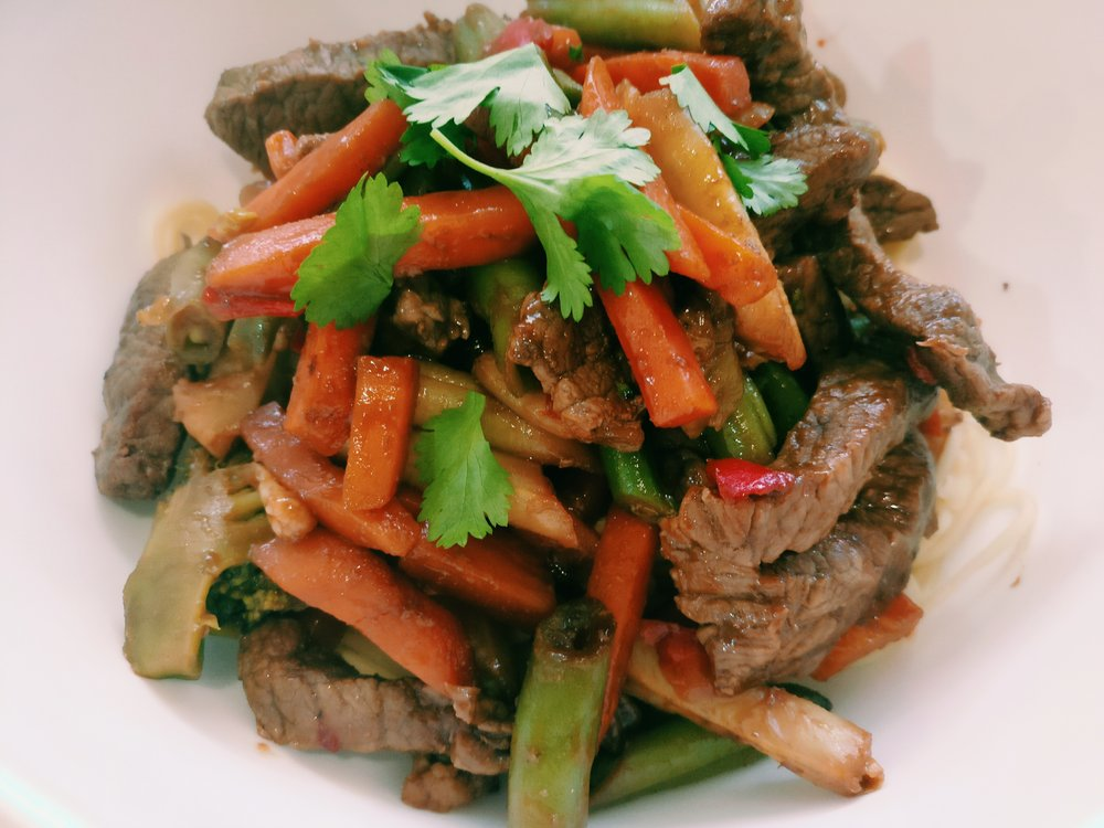 Cantonese Beef Stir fry - Ingredients500g Beef – Cut into stir fry strips1 Onion – Sliced1 Packet of Cantonese Stirfry Sauce1kg Frozen Stir fry mix280g Egg NoodlesOptional – Eggs, Cashew NutsMethod1. In a large frying pan, brown the beef and onion together2. Add the frozen stirfry vegetable mix to the beef and onion3. Cook on a high heat uncovered until the vegetables are cooked4. Stir through the Cantonese stirfry sauce and cook for 2 minutes to heat through5. Cook the egg noodles according to packet directions6. Serve the stir fry beef and vegetables on the cooked egg noodles and top with cashews and/or cooked egg if using