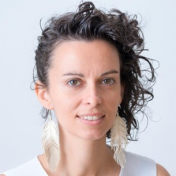 Alicia Trepat - I'm passionate about experimenting with spaces that enable personal empowerment such as self-organised teams and communities. I study and explore the future of work, decentralised organisations and shared-governance models.