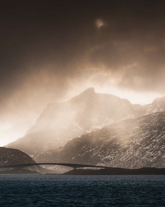 Imagine stumbling upon this divine scene by pure luck, that's what happened with my group and I on our way to the local grocery store 😂 hail was flying sideways and we were only barely able to stand on our two feet. 45 seconds later, it was all gone. Pure Lofoten magic 🇳🇴❄ #artofvisuals #thisweekoninstagram #wildernessculture #passionforlife , , , #main_vision #mountainstones #ourplanetdaily #greatnorthcollective #visualcreators #thelensbible #stjørdalfoto #mobilemag #earthfocus #bewild #modernoutdoors #MoodyGrams #folkscenery #AGameofTones #visualsoflife #earth #travelpassport #lofoten #tentree #discoverearth