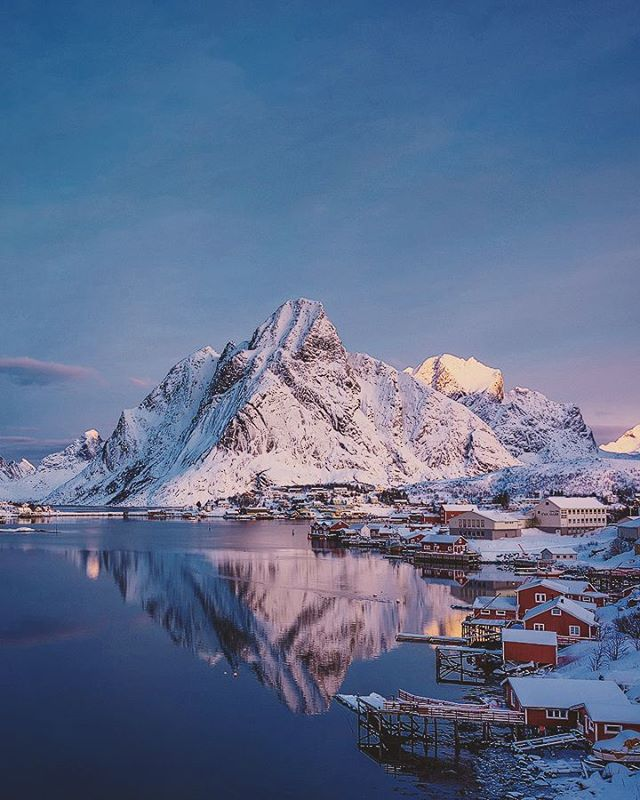 A classic for a reason 🙌 Lofoten in winter never disappoints. Join us in 2018 - www.lofotentours.com  #artofvisuals #thisweekoninstagram #wildernessculture #passionforlife #main_vision #mountainstones #ourplanetdaily #greatnorthcollective #visualcreators #thelensbible #stjørdalfoto #mobilemag #earthfocus #bewild #modernoutdoors #MoodyGrams #folkscenery #AGameofTones #visualsoflife #earth #travelpassport #tentree