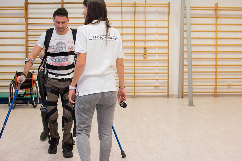 6-un-passo-in-avanti-palestra-per-lesioni-spinali-roma-esoscheletro-benefici.jpg