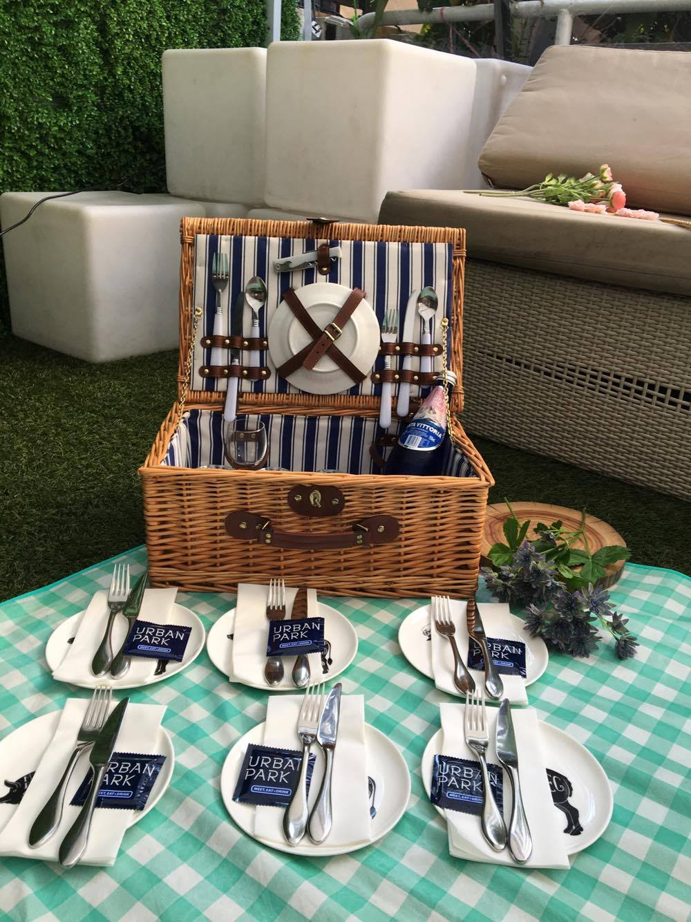 Such a lovely picnic basket!