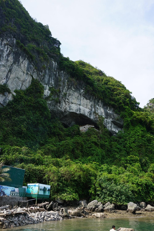 vietnam-halong-bay-surprise-island