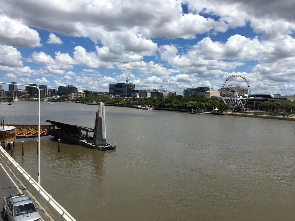 australia-brisbane-travel-victoria-bridge-view.JPG