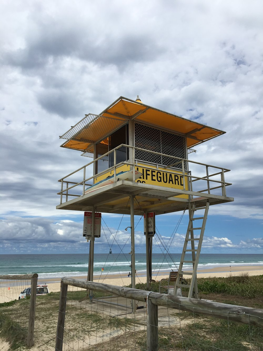 australia-gold-coast-beach-walk.JPG