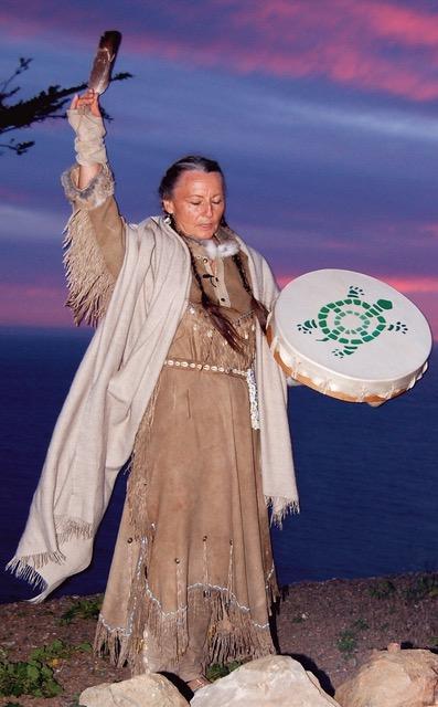 brooke-medicine-eagle-with-drum.jpg
