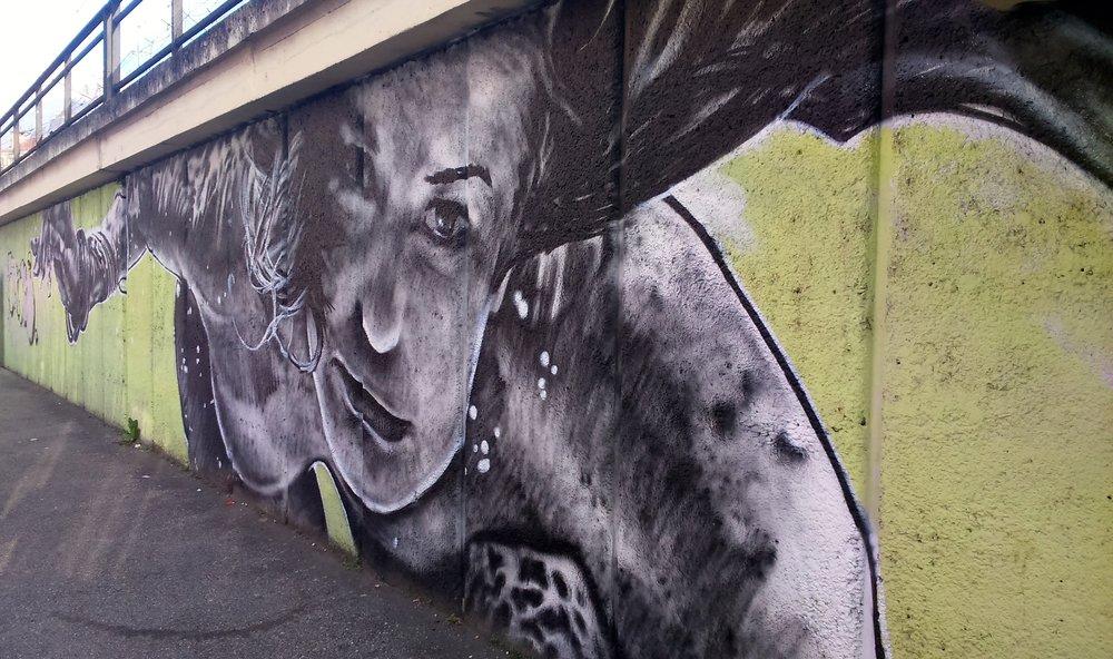 grenoble-marche-peinture-murale-estacade.jpg