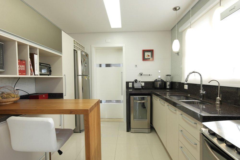 Daniela-Marques-Arquitetura-021-Cozinha-Porta-Correr-Mesa-Teca.jpg