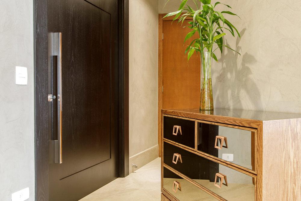 Daniela-Marques-Arquitetura-030-Hall-Cimmento-Queimado-Bronze.jpg