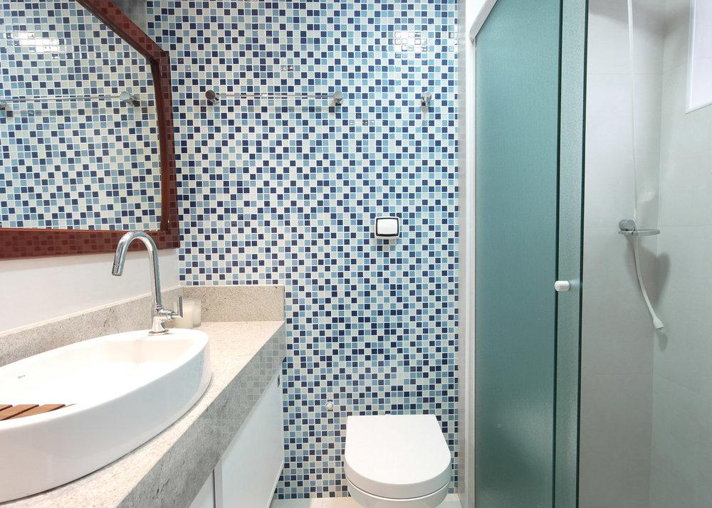 Daniela-Marques-Arquitetura-015-Banheiro-Pastilha-Azul-Branco.jpg