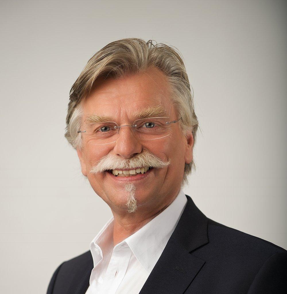 Dr.Frank Schulze(1).jpg