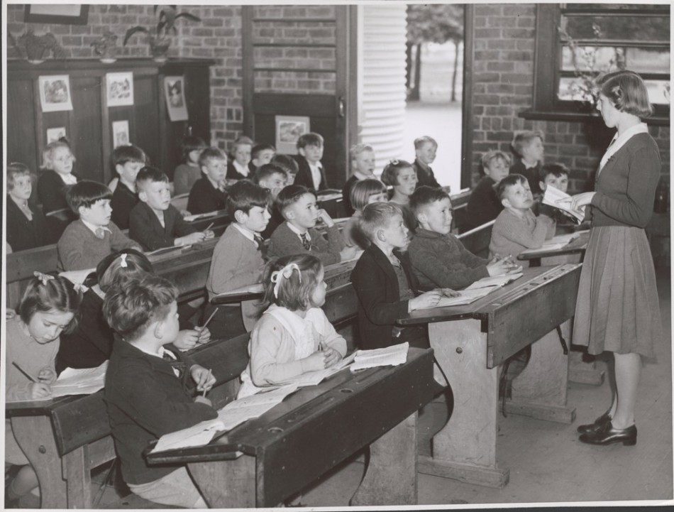 teacher_lorraine_lapthorne_conducts_her_class_in_the_grade_two_room_at_the_drouin_state_school_drouin_victoria-e1409341792219.jpg