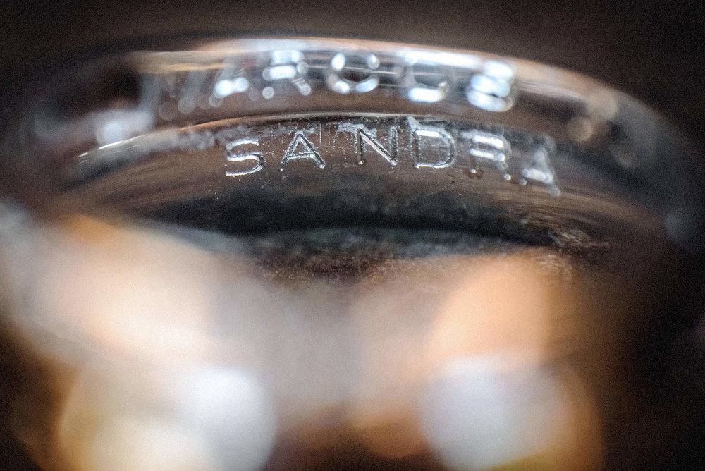 04 fotografia anillo de los novios de compromiso grabado de nombres sandra y marcos 04-WEB.jpg