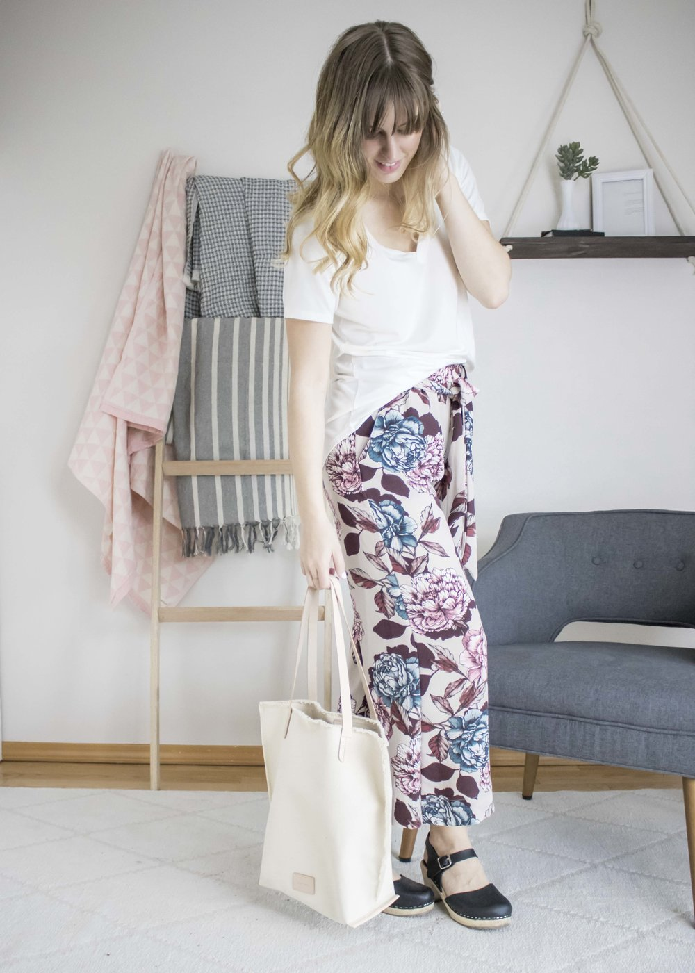 no one ever said basics had to be boring and these flowy pants prove just that! they're comfortable enough to lounge around in on a warm spring day and simple to transition for a more dressed-up look. click on the image for more tips on styling these floral print pants.