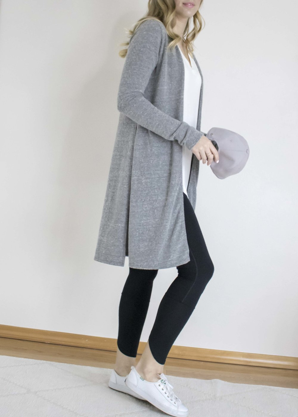 a good cardigan goes a long way. this grey sweater is a slightly heavier weight than the oatmeal colored version; it's just a little bit cozier too, making it perfect for tossing on in the mornings to run an errand or for winding down with in the evening.