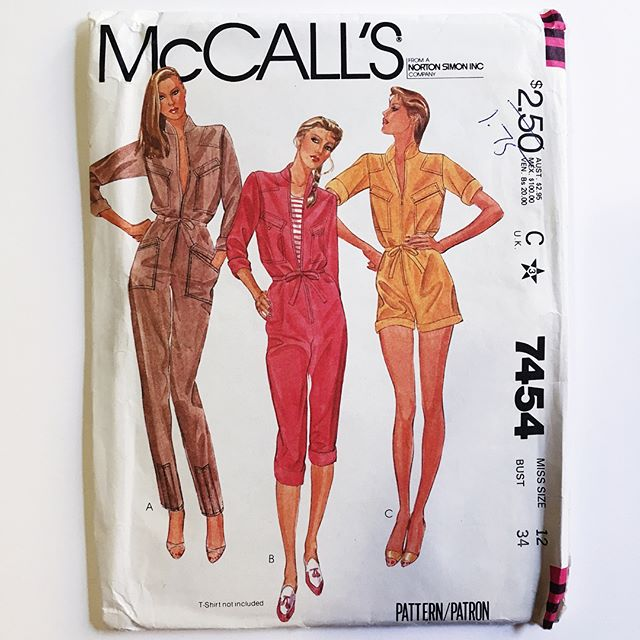 I haven't had any luck finding vintage sewing patterns in NYC thrift stores, so I make an effort to thrift whenever I leave the city. I found this awesome @mccallpatterncompany #7454 jumpsuit when I was in Oregon last month. It's /almost/ my size, I can't wait to sew it! #mccalls7454 #isewmyclothes #vintagesewingpatterns
