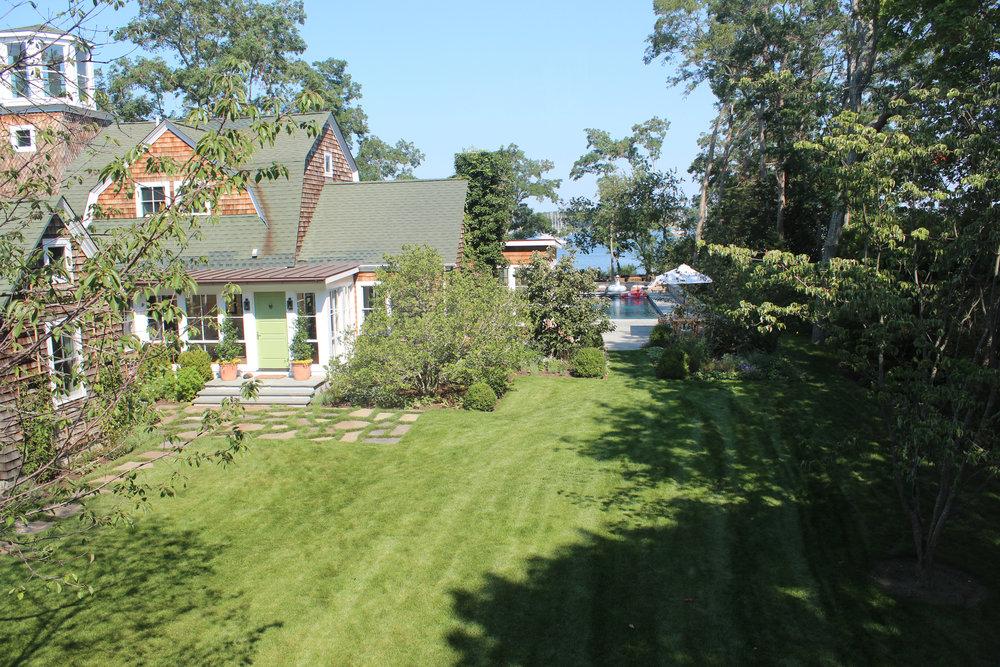 Shelter-Island-NY-Harbor-House-Side-Yard-Studio-Geiger-Architecture-Princeton-New-York.jpg