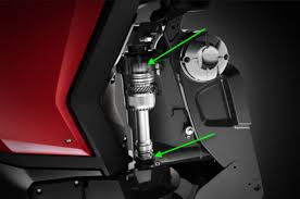 Steering - Hydraulic steering integrated into the swivel bracket of the Evinrude G2