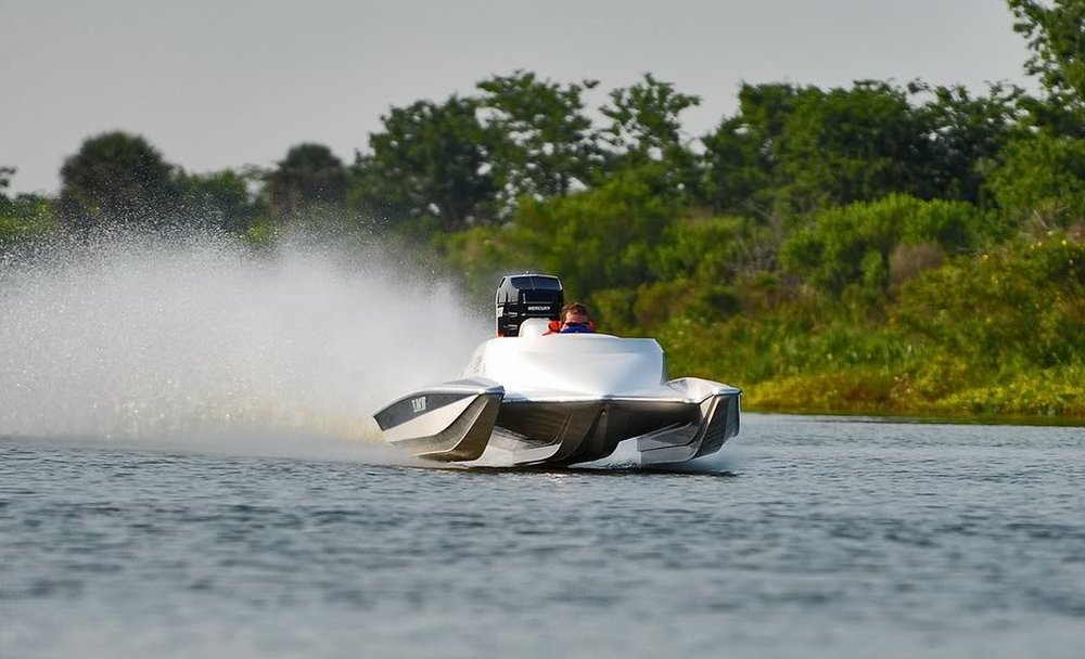 Most STV hulls have an inverted V. The hull has been raced and honed to perfection. The center pod advantage: flat, stable and capable of speeds well into the triple digits. Notice the width and the 3 points of contact.
