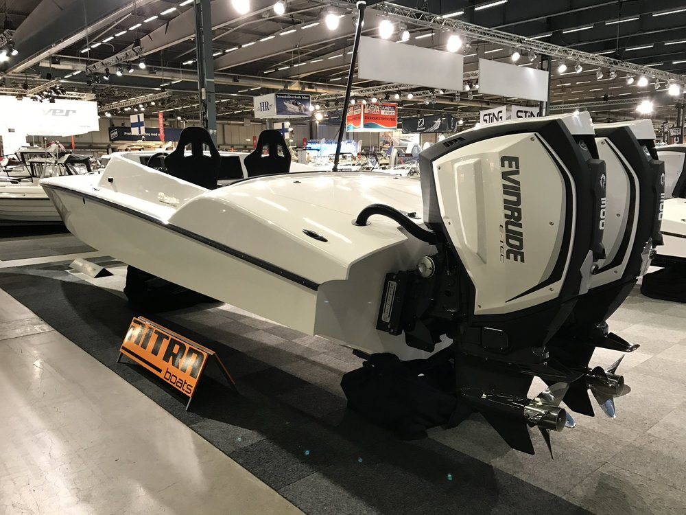The Nitra 29 can utilize single OB, Twin OB or a sterndrive. The hull is extremely capable offshore yet ultra efficient.