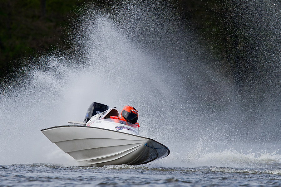 The wide beam and V pad hull make for a safe and versatile boat. Driver skill is on full display and with either stock 15HP or 30HP, you get affordable operation. A 13' GT-30 does 55 MPH+