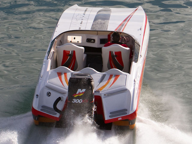 At just under 24' feet, the Nordic 24' SXOB is a perfect single engine package, practical and well priced compared to the bigger twin powered cats.