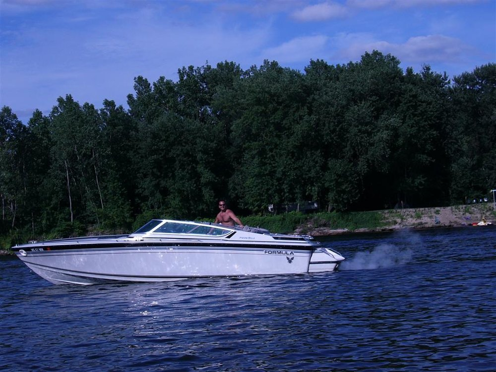 Can you buy a new 24' boat that looks better than the Formula 242? No.