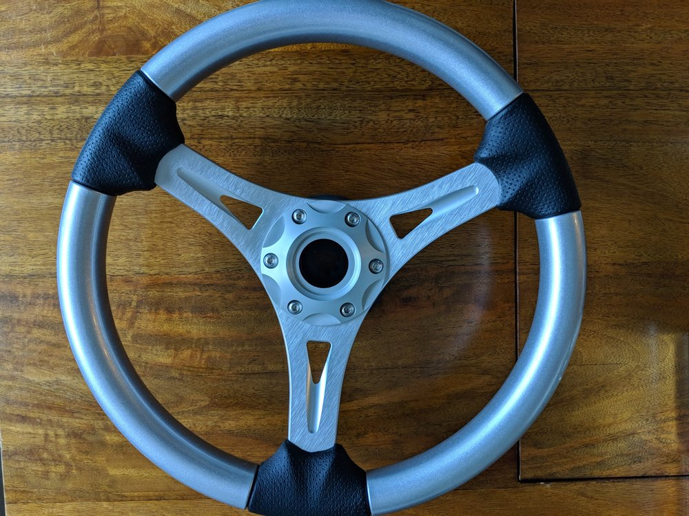 Love this Livorsi Steering wheel, very simple design and very strong.