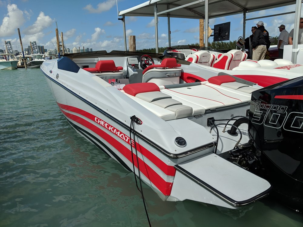 The Checkmate Convincor 260 Outboard looks good in this grey finish and red stripes. The boat has an old school look, and suits outboards pretty well.