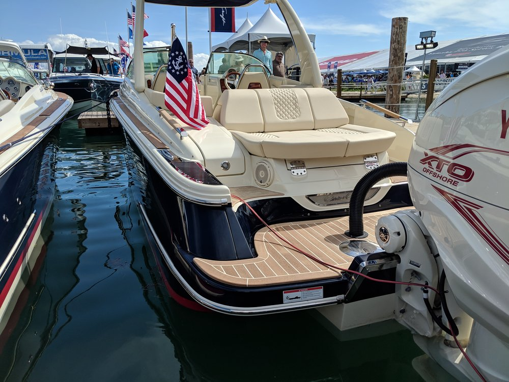 More traditional builders like Chris Craft are getting in on the action by offering several outboard models, even in their regular cruisers. The big Yamaha XTO 425 means single engine on bigger boats is no problemo.