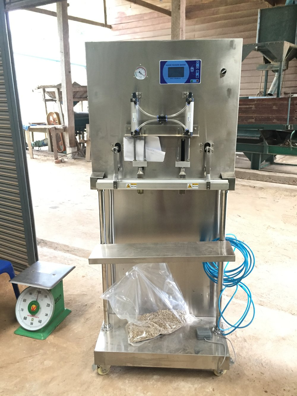 Nitrogen-Flushing, Vacuum-Sealing Machinery