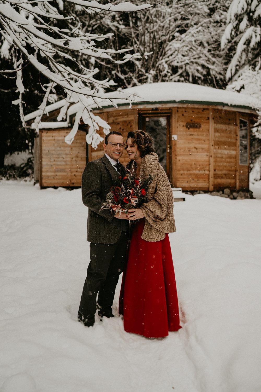 Mount-Rainier-Snow-Winter-Elopement-Adventure-Photographer2-25.jpg