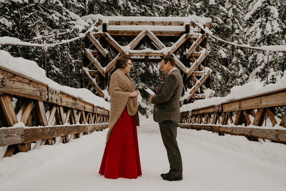 Mount-Rainier-Snow-Winter-Elopement-Adventure-Photographer2-40.jpg