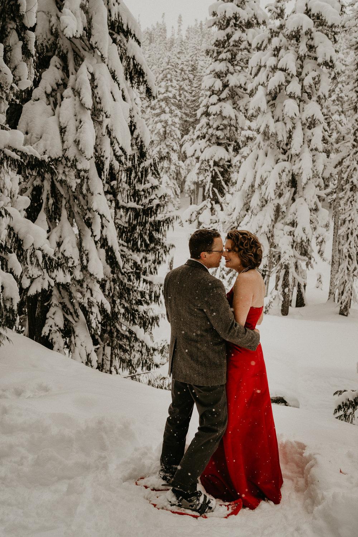 Mount-Rainier-Snow-Winter-Elopement-Adventure-Photographer2-66.jpg