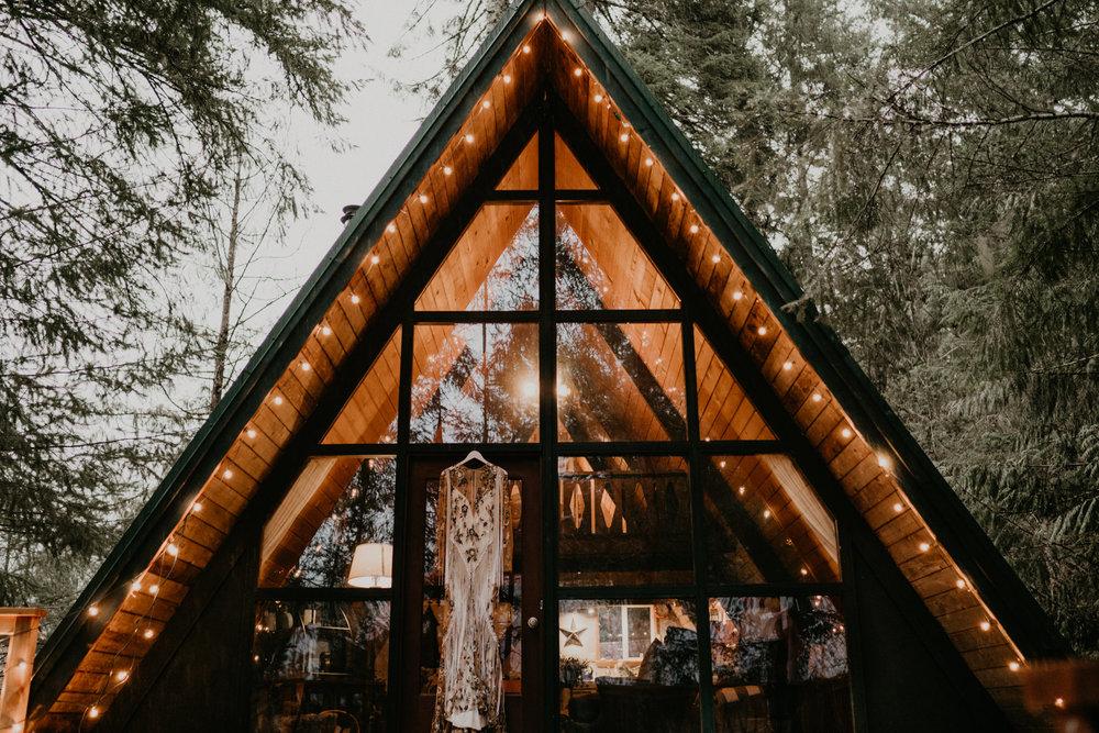 Mount-Rainier-Elopement-PNW-Intimate-Rain-Cabin-Seattle-Wedding-National-Park-Portland-Oregon-Pacific-Northwest-Outdoor-1.jpg