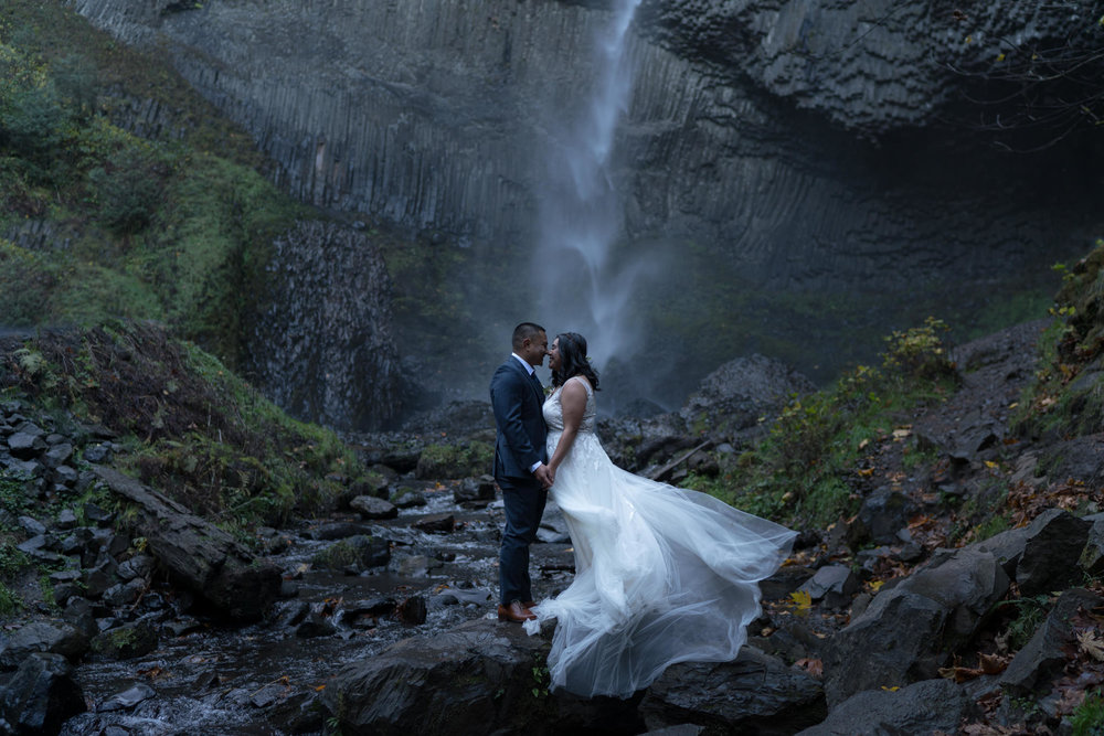 latourell-elopement-water-falls-oregon.jpg