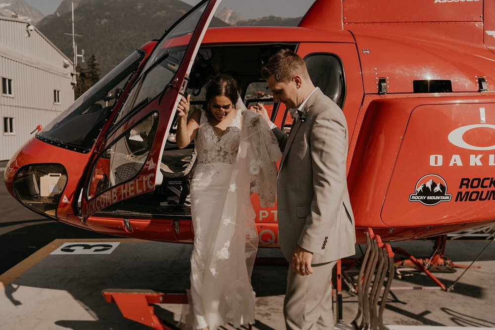 whistler-mountain-helicopter-elopement-wedding_0117.jpg