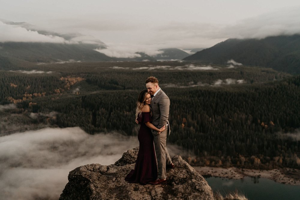 Adventurous hiking engagement photos on top of Rattlesnake Ledge by Snoqualmie Falls, WA