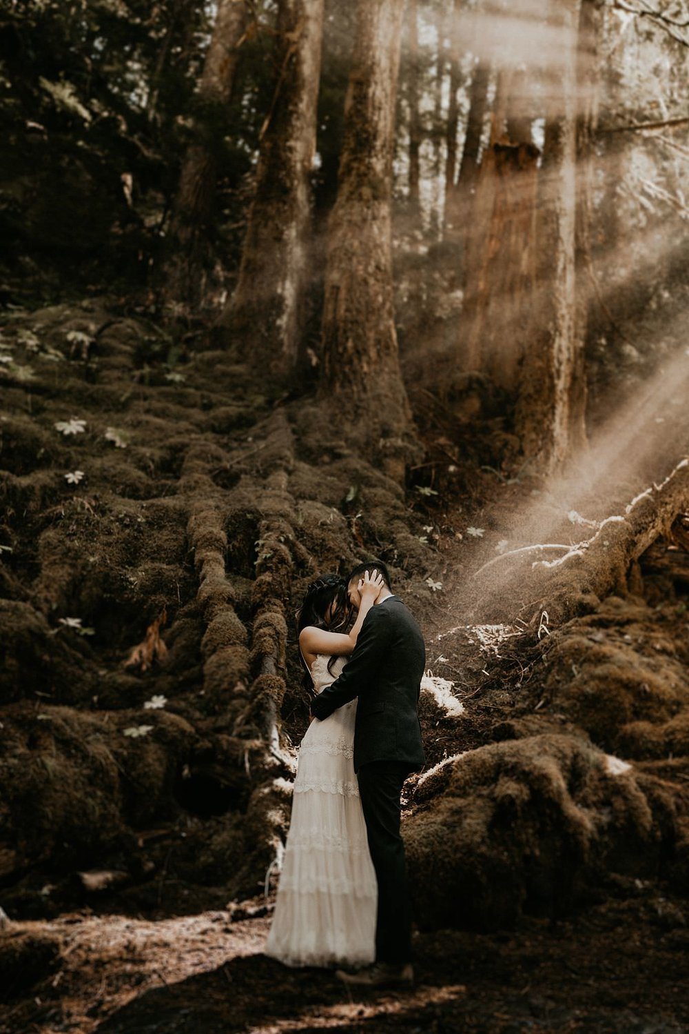 Adventure panther creek falls elopement - epic sun flare photo