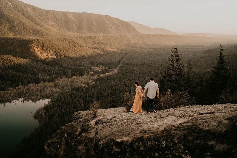 Rattlesnake Ledge Engagement photos at sunset