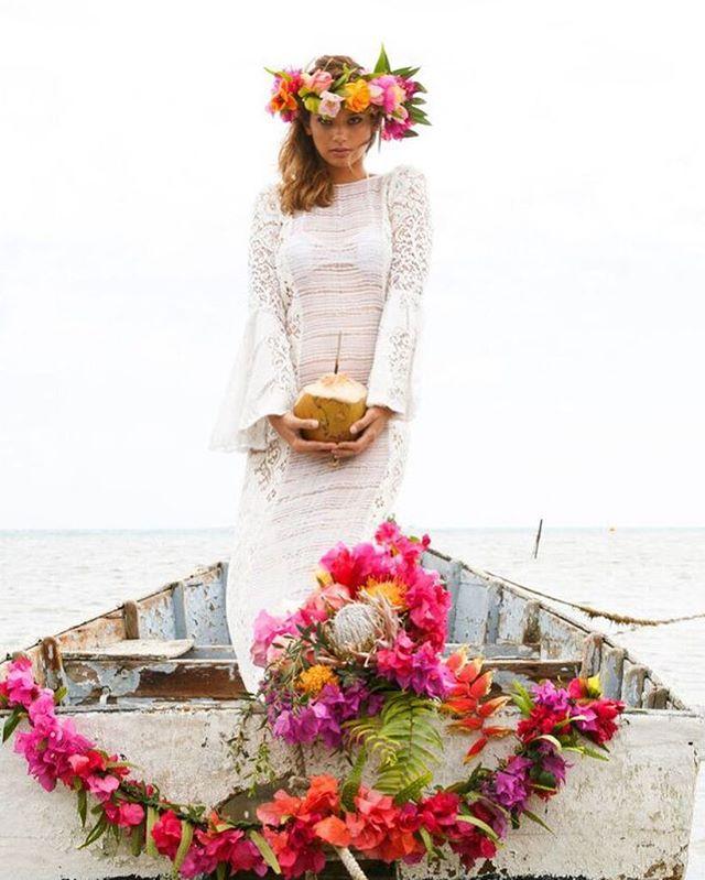 Tropical Tuesday 🌺🌸🌺 @palmon8 . . . . #photoby @danielav #model @msvawer #flowers by @ocean_dreamerr #dress @joelleperryhawaii #hair @ashleevaleros #makeup @kecialittman