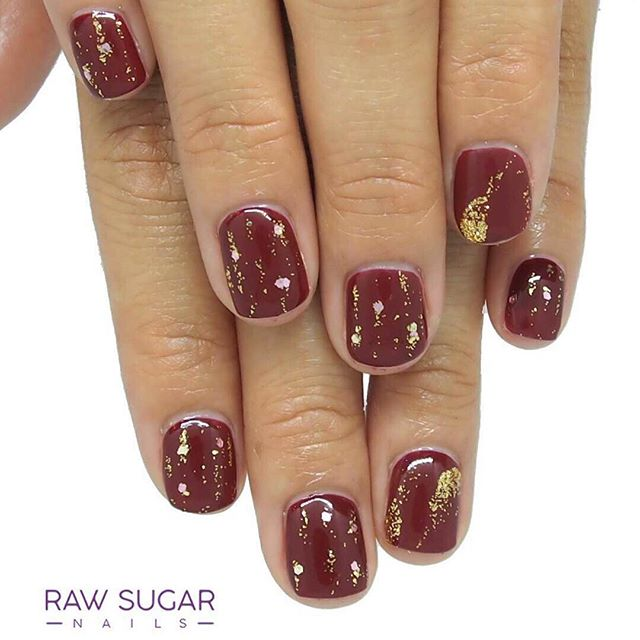 #Repost @raw_sugar_nails ・・・ ✨Twinkle, shine and glitter marble ✨ ⚡️Instantly book your appointment via📲 rawsugarnails.com/services . . . . #rawsugarnails #rawsugar #palmon8 #handpainted #christmasnails #marblenails #holidaynails  #japanesenailart #shellnails  #kaimuki #aloha  #kahala #kakaako #nails #seasand #manicure #pupukea #diamondhead #keepitkaimuki  #manucure #kaimukinails #hawaii #palmon8 #northshore #nailartist #nailart