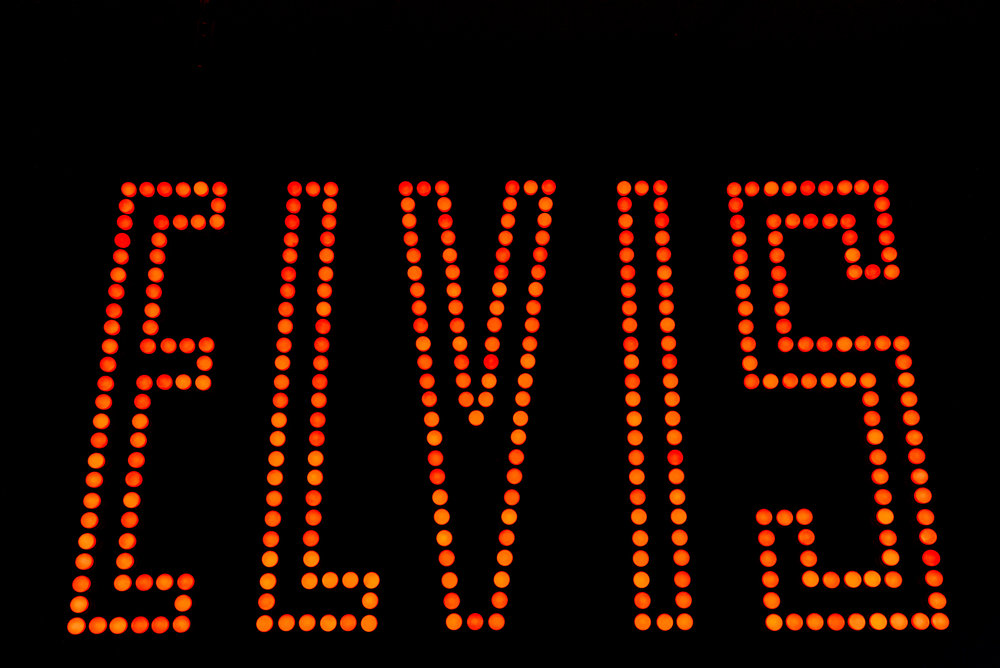 DSC06105 elvis sign almost all red.jpg