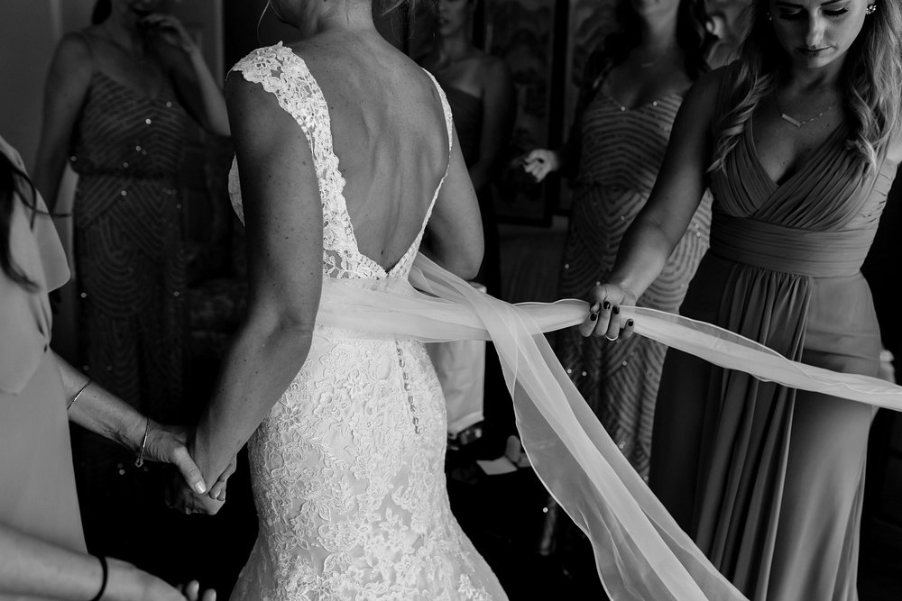 Classic Bridal Style in Lace Dress