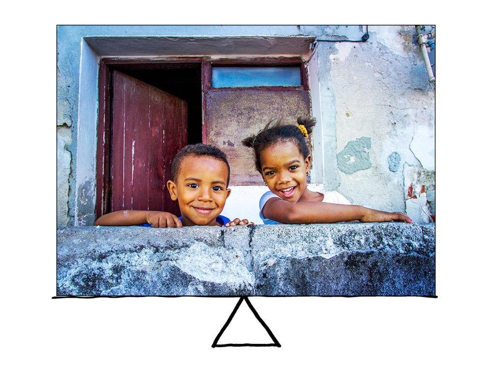 The two Cuban children of the same size, equally spaced, creates a balanced photo. The two were shy at first, but once I started chatting with them and cracking some jokes, they quickly turned into little models.